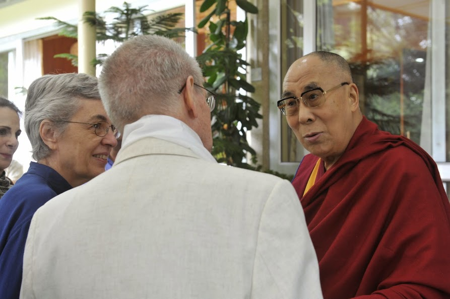 Sue and Siegried Othmer meet the Dalai Lama present Neurofeedback